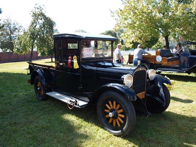 800px-1927_Graham_Brothers_3-4_Ton_Pick_Up_Truck_(4996202756).jpg